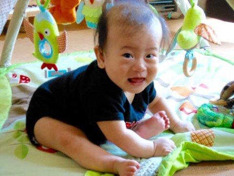 混合育児 体験談 赤ちゃん 笑顔 おすわり オリジナル