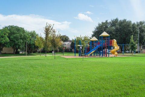 公園 遊具 空
