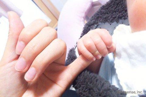 親子 ママ 赤ちゃん 手