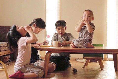 nicoddon11さん 4人育児 ママ おもちゃ 兄弟