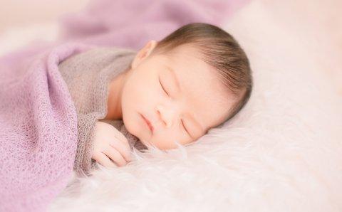 赤ちゃん 床で寝る