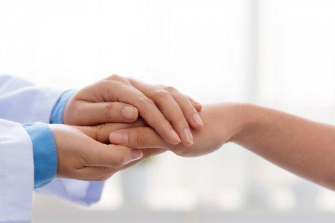 励ます 握手