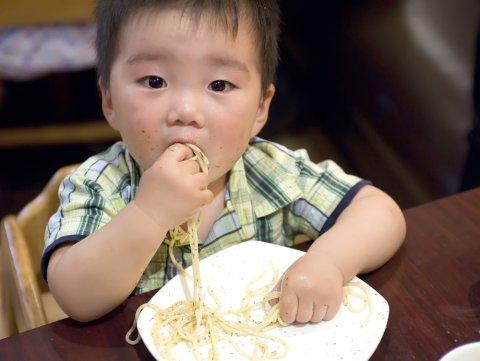 赤ちゃん 手づかみ食べ