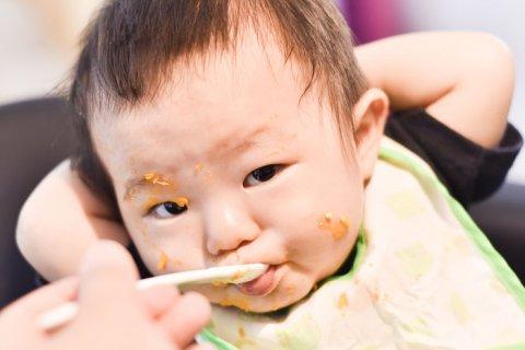 赤ちゃん 離乳食 食べこぼし 手づかみ食べ