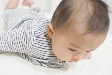 首を持ち上げる 赤ちゃん 首すわり