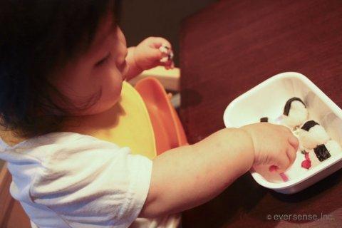 手づかみ食べ 指先 赤ちゃん