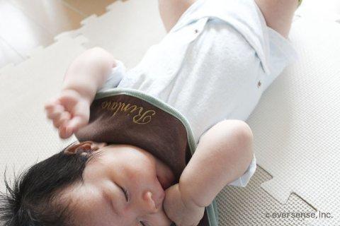 赤ちゃん 睡眠中 指しゃぶり 予防法