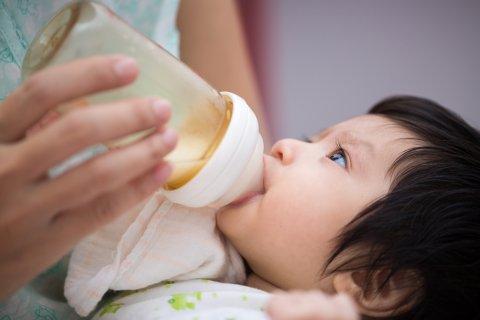 使い捨て哺乳瓶 イメージ